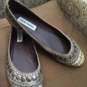Moroccan decorated flats by Steve Madden